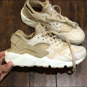 Nike's huaraches